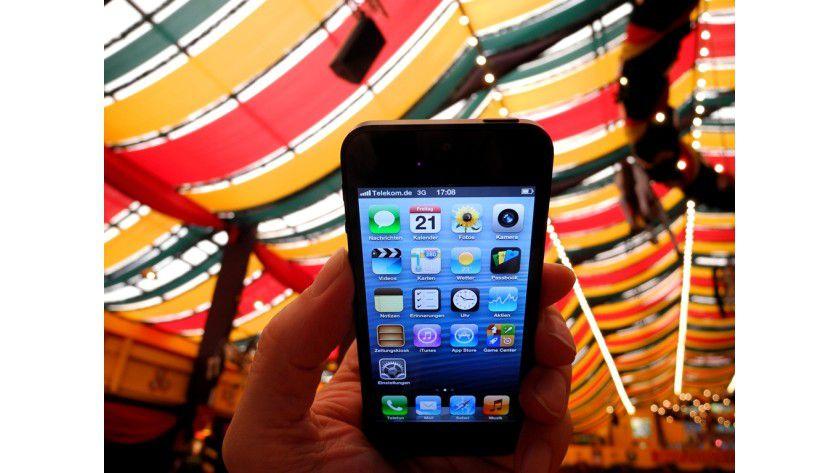 Riskant: Mit dem Smartphone auf die Wiesn.