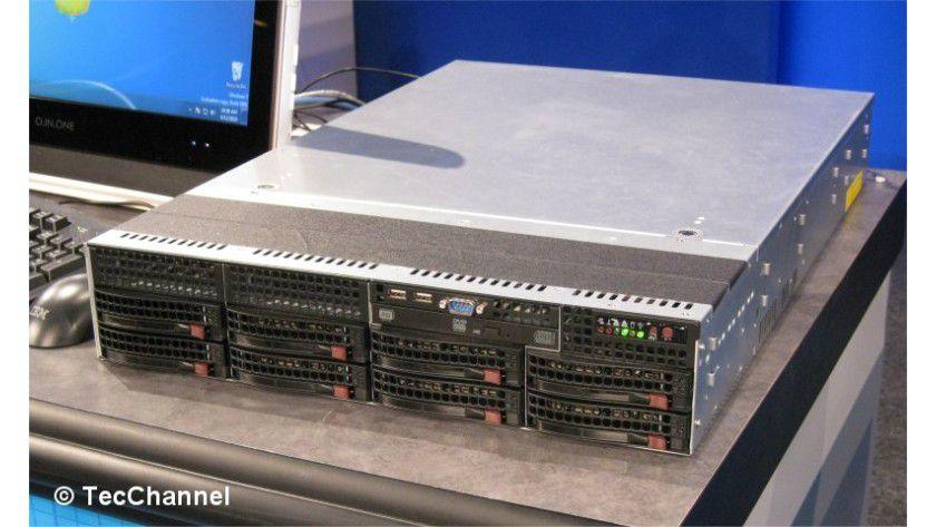 Nächste Xeon-Generation: Mit Sandy Bridge-EP findet die neue Mikroarchitektur in der zweiten Jahreshälfte 2011 Einzug in 2-Sockel-Server. Im Bild sehen Sie das auf dem IDF demonstrierte Romley-System.