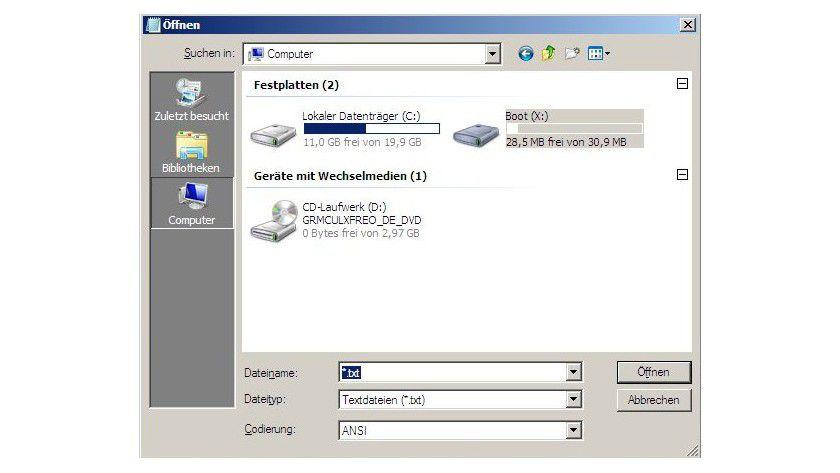 Statt Sucherei: Mit dem Editor Notepad lassen sich auch in der Eingabeaufforderung eines Windows-Bootmediums die Laufwerke übersichtlich anzeigen.