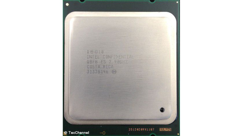 Intel Xeon E5-2690: Der neue 8-Core-Prozessor mit Sandy-Bridge-EP-Architektur verfügt über 20 MByte L3-Cache. Die Socket-R-CPU arbeitet mit 2,9 GHz Basistaktfrequenz und besitzt einen Quad-Channel-Speicher-Controller für DDR3-1600-DIMMs.