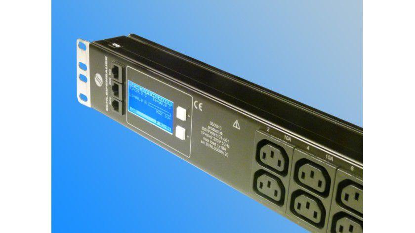 Wichtig: PDUs sind nicht nicht nur Leistungsmesser. Durch den Anschluss für externe Temperatur- und Luftfeuchtesensoren können auch die Umgebungsbedingen über die zentrale Verwaltungsoberfläche überwacht und gegebenenfalls Alarme ausgelöst werden.