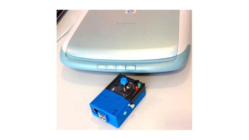 Per Kopfdruck scannen und verschicken: Diese Scanner-Steuerung über das Raspberry Pi nimmt Dokumente über den USB-Port entgegen und leitet sie per E-Mail weiter.