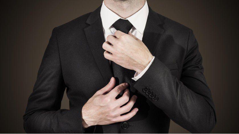 Welche Kleidung für den Arbeitsplatz angemessen ist, wird häufig betriebsintern festgelegt.