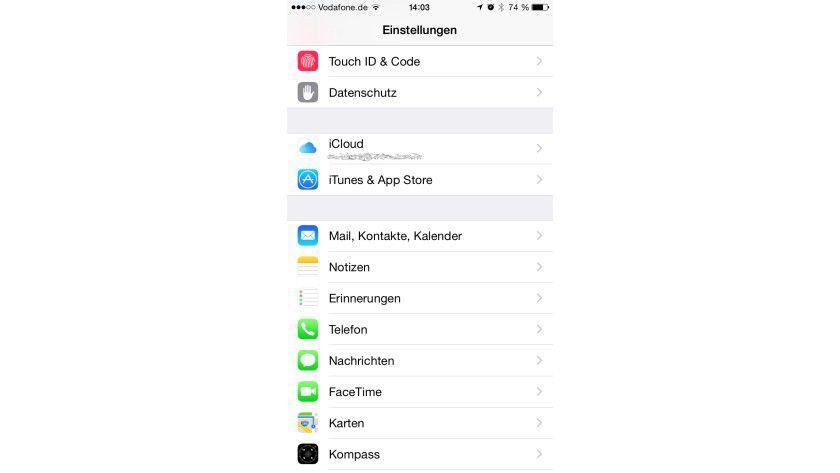 """Einstellungssache: In den Einstellungen von iOS 8 legen Sie unter """"Mail, Kontakte, Kalender"""" die Accounts an."""