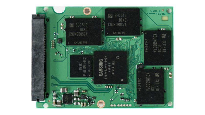 Samsung ist einer der wenigen Hersteller, die sowohl die Flash-Chips als auch den SSD-Controller selber entwickeln und produzieren.