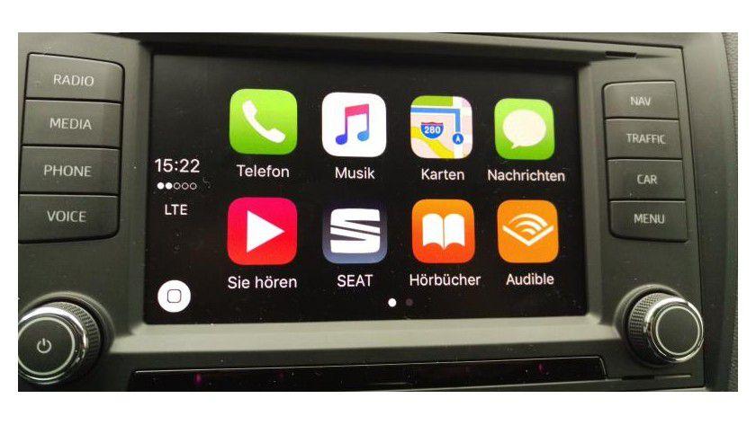 Der Startbildschirm zeigt immer die Icons von acht Apps. Sofern mehr als acht Carplay-kompatible Apps auf dem iPhone installiert sind, gibt es auch noch eine zweite Seite, wie hier im Fall.
