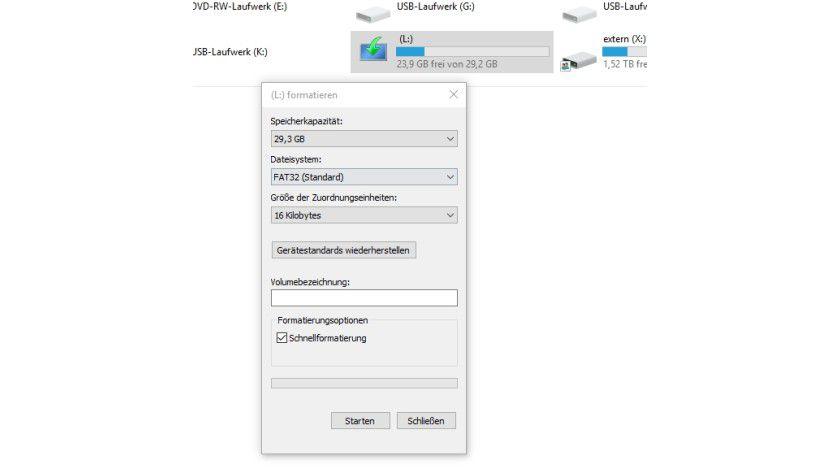 Über das Kontextmenü im Explorer steht die Option zum Formatieren eines USB-Sticks zur Verfügung.