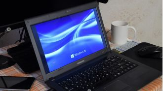 Windows 10: Hängende Windows-Update-Funktion wieder flottmachen - Foto: Leonid Eremeychuk - shutterstock.com