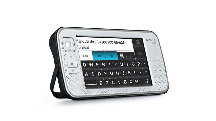Interaktiv: Das Display ist berührungssensitiv, auf Wunsch klappt die bildschirmfüllende virtuelle Tastatur auf. In Deutschland wird sie auch nach dem Qwertz-Standard aufgebaut sein. (Quelle: Nokia)