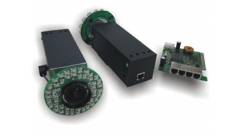 IR-Kameras mit PCI-Steckkarte des infrarotbasierten Trackingsystems. Foto: Klaus Dorfmüller-Ulhaas