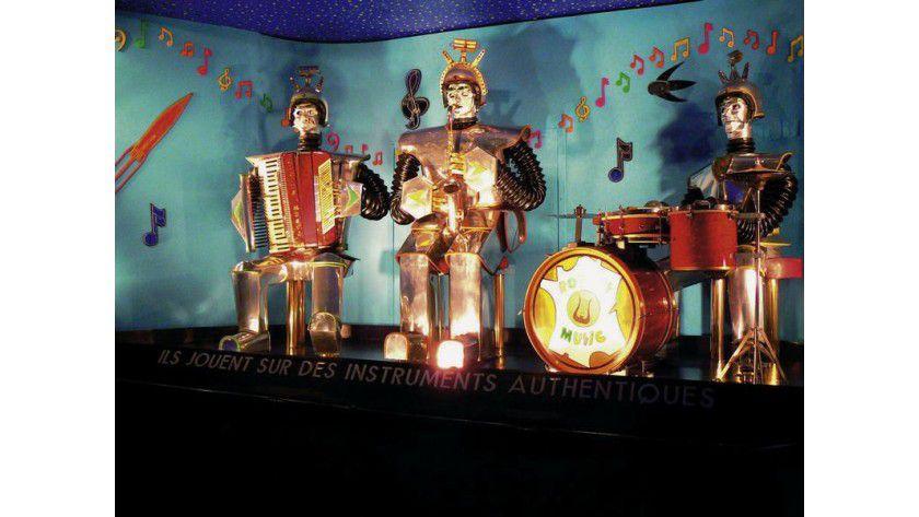 """""""Les Robots Music"""", elektromechanisches Orchester von Edouard R. Diomgar und Didier Jouas-Poutrel 1958 (Zustand 2006). Foto: Museum für Kommunikation Berlin"""