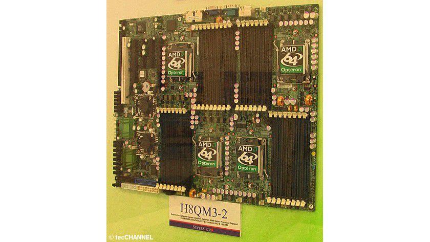 Brettspiele: Das 4-Sockel-Serverboard H8QM3-2 von Supermicro ist bereits für den Quad-Core-Opteron-Prozessor von AMD vorbereitet.