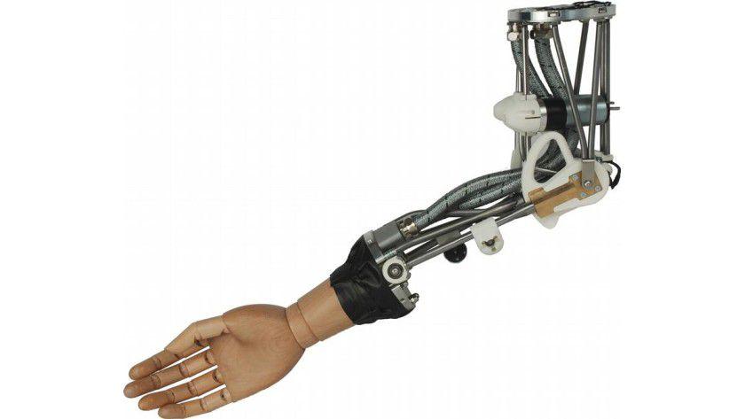 Ellbogengelenk des Roboterarms ISELLA. Um ihn außen weich und sicherer zu machen, wird er später mit einem gepolsterten Strumpf überzogen. Foto: Fraunhofer IPA