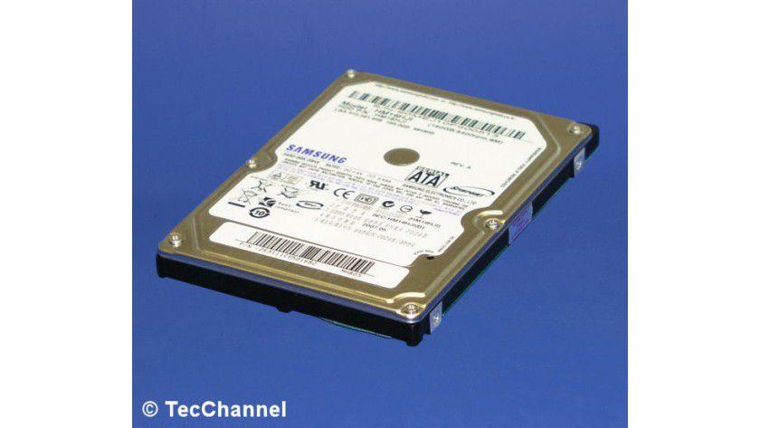 Hybrid-Festplatte: Samsungs SpinPoint MH80S HM160HJI zählt zu den ersten lieferbaren Hybrid-Festplatten. Das 2,5-Zoll-Modell mit 160 GByte Kapazität verfügt über 256 MByte Flash-Speicher.