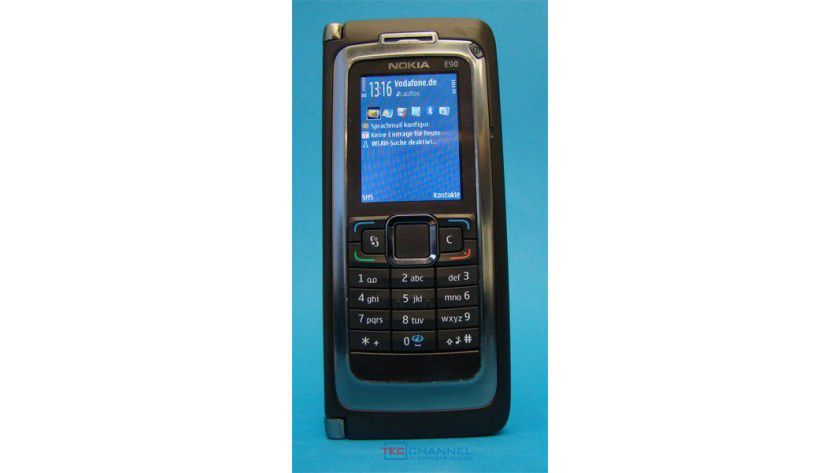 Eindrucksvoll: Das E90 ist wie alle Communicator-Geräte größer und schwerer als der Durchschnitt.