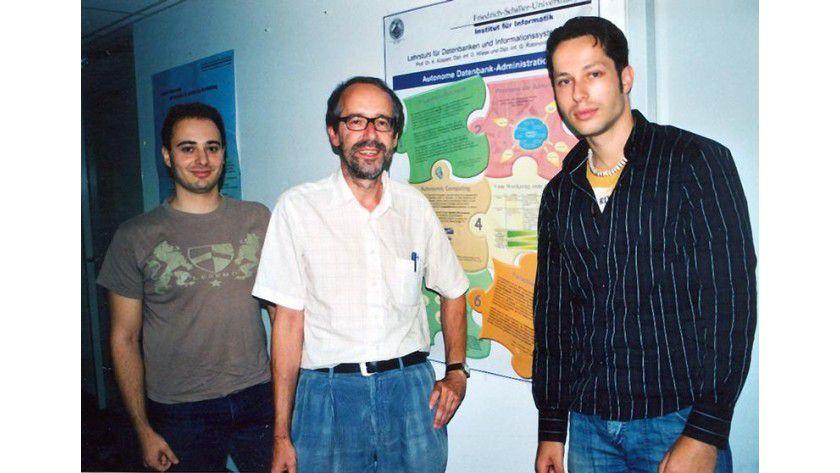 Prof. Dr. Klaus Küspert von der Universität Jena (Mitte) und seine Doktoranden Gennadi Rabinovitch (l.) und David Wiese entwickeln sich selbst überwachende Computersysteme. Foto: Enke/FSU
