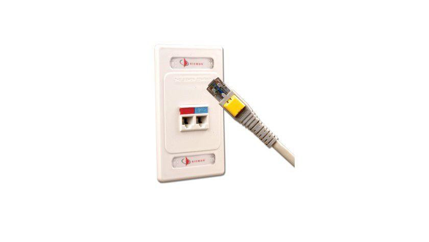 Sesam öffne dich für Patchfelder: LockIT-Patchkabel von Siemon können nur mit einem Spezialschlüssel ein- und ausgesteckt werden. (Quelle: Siemon)