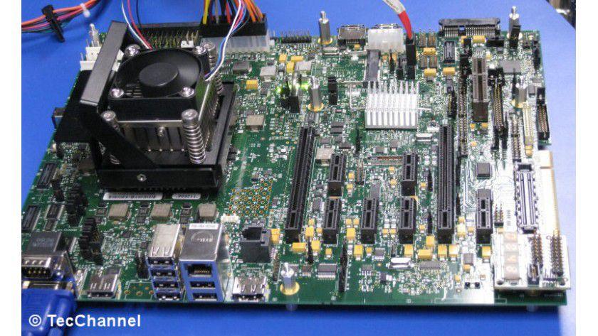 """Clarkdale-Plattform: Der 32-nm-Westmere-Prozessor """"Clarkdale besitzt auf einem separaten 45-m-Die die integrierte Grafikengine. Als Chipsatz verwendet die Plattform die künftige """"5 Series""""."""