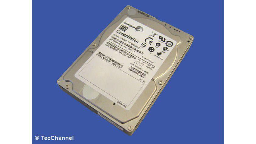 Seagate Constellation ST9500530NS: Die 2,5-Zoll-Festplatte für den Dauerbetrieb bietet 500 GByte Kapazität. Das Laufwerk besitzt eine Höhe von 14,8 mm und ist mit einem 32 MByte großen Cache ausgestattet.