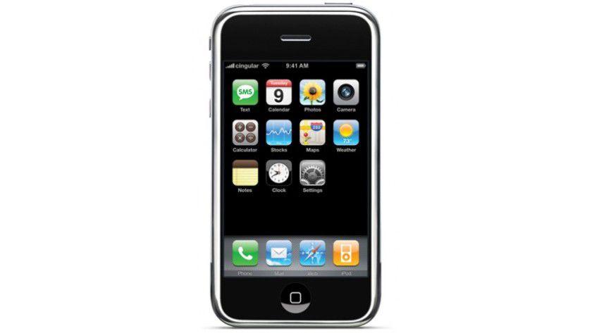 iPhone Classic: Das 2007 vorgestellte iPhone-Urmodell besaß nur rudimentäre Funktionen eines Business-Handys. Apple rüstete diese erst Stück für Stück nach.