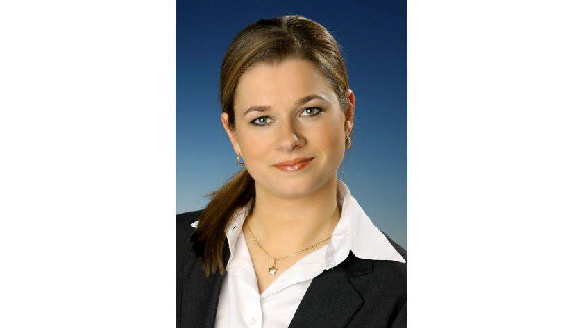 """Julia Zmitko ist Vergütungsexpertin bei Kienbaum. """"Das Gehalts-Ranking von Spezialisten und Sachbearbeitern zeigt, welche Funktionen einen besonders hohen Stellenwert im Unternehmen haben"""", sagt sie."""